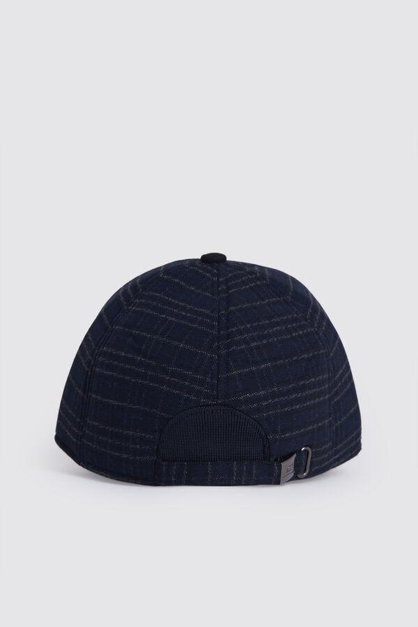 HTML - Desenli Lacivert Şapka (1)