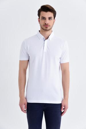 HTML - Desenli Polo Yaka Beyaz T-shirt