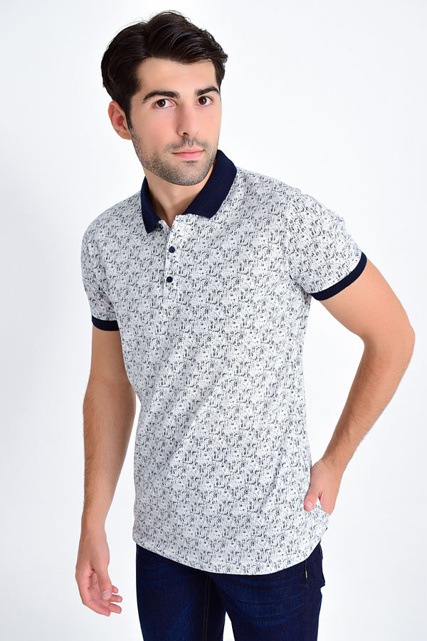 Beyaz Lacivert Desenli Polo Yaka Tişört