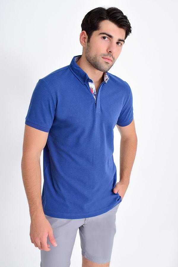 HTML - Mavi Yaka Desenli Polo Yaka Tişört