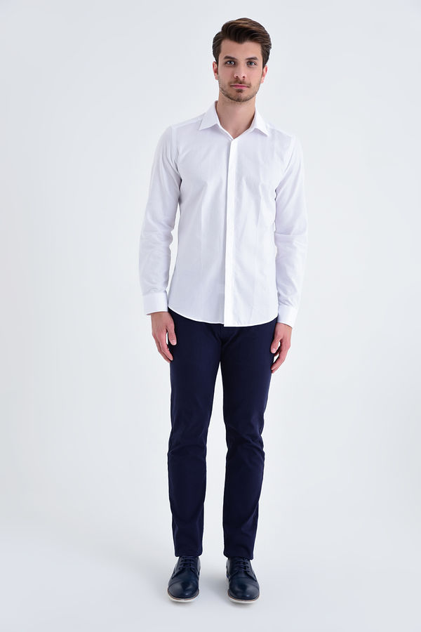 HTML - Desenli Slim Fit Beyaz Gömlek (1)