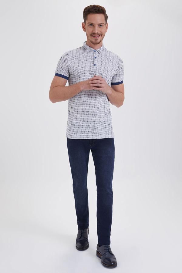 HTML - Hakim Yaka Desenli Beyaz Regular T-shirt (1)