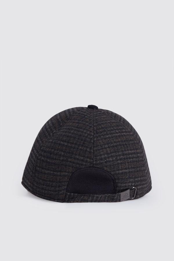HTML - Desenli Kahverengi Şapka (1)
