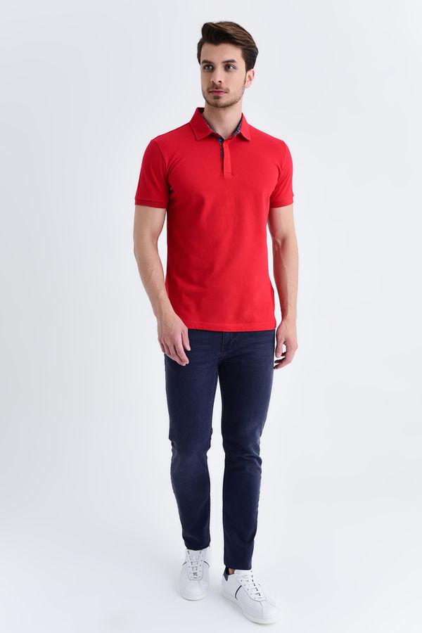 HTML - Kırmızı Yaka Desenli Polo Yaka Tişört (1)