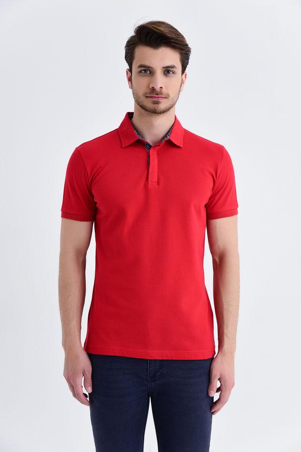 HTML - Kırmızı Yaka Desenli Polo Yaka Tişört