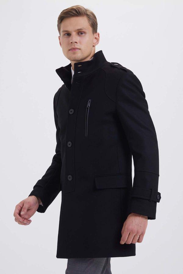 Hatem Saykı - Siyah Palto