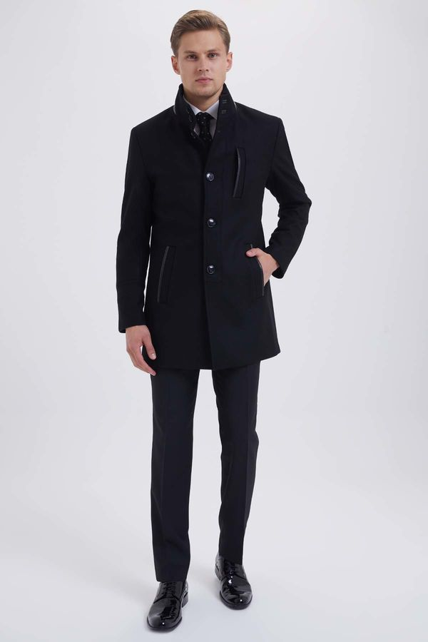 HATEM SAYKI - Siyah Palto (1)