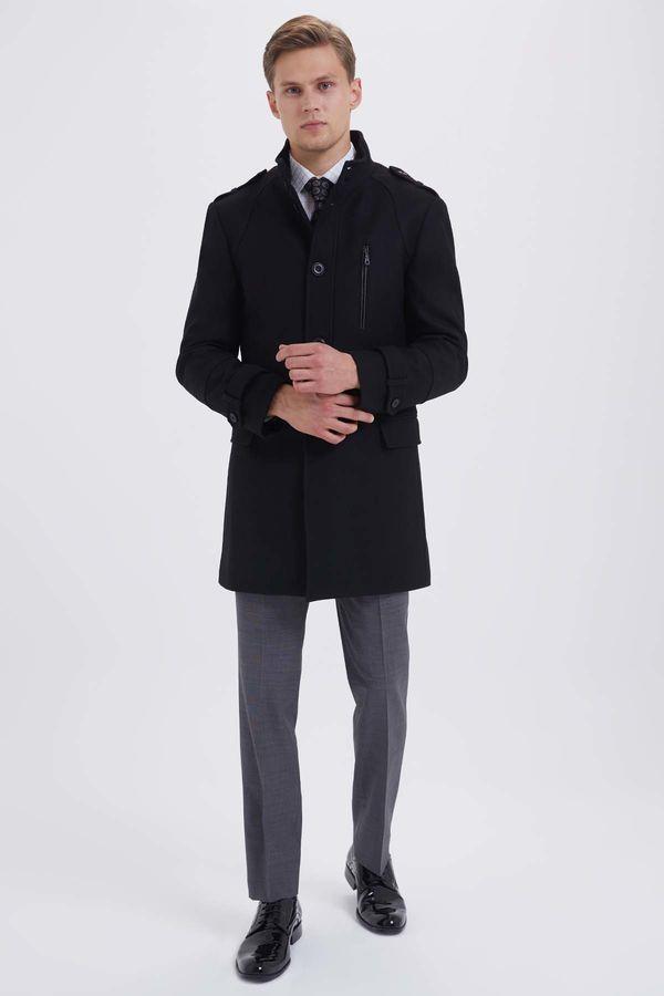 Hatem Saykı - Yünlü Siyah Palto (1)